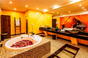 Honeymoon-Suite-Bathroom-1